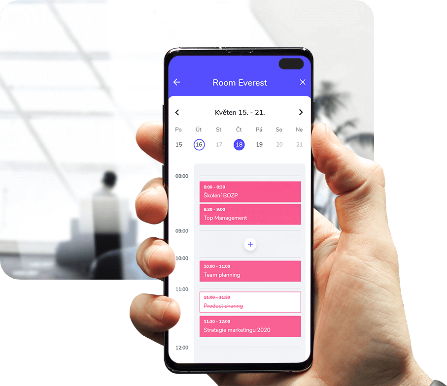 Whatspot umožňuje vést přehledný kalendář, ve kterém mohou zaměstnanci rezervovat zasedací místnosti nebo auta.